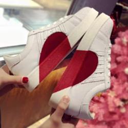 戚薇同款爱心情侣小白鞋